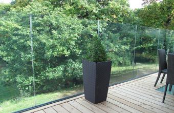 Sistem din aluminiu pentru balustrade din sticla fara cadru
