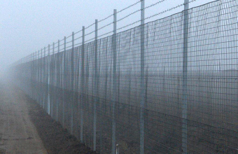 Plase zincate pentru garduri metalice