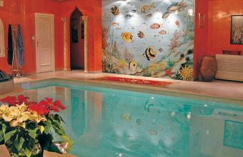 Faianta pictata pentru amenajarea piscinelor